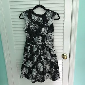 Black and White Floral Print Open Back Dress